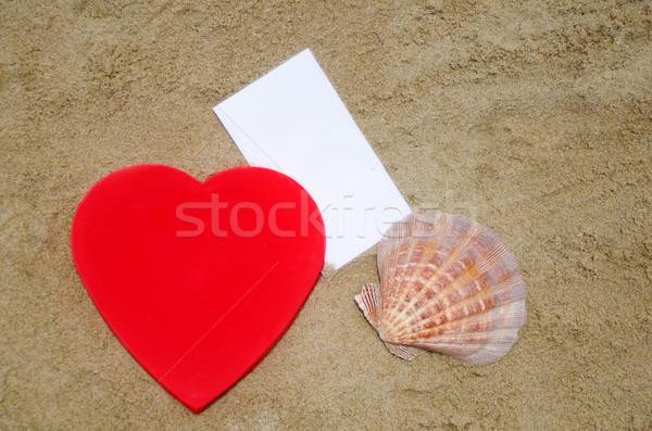 Coração concha papel praia vermelho forma de coração Foto stock © EllenSmile