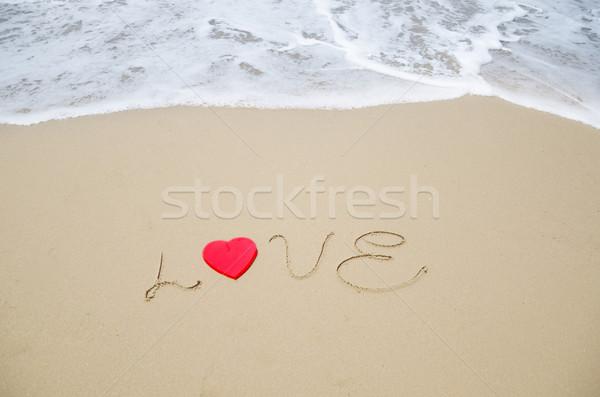 Palavra amor praia vermelho forma de coração praia Foto stock © EllenSmile