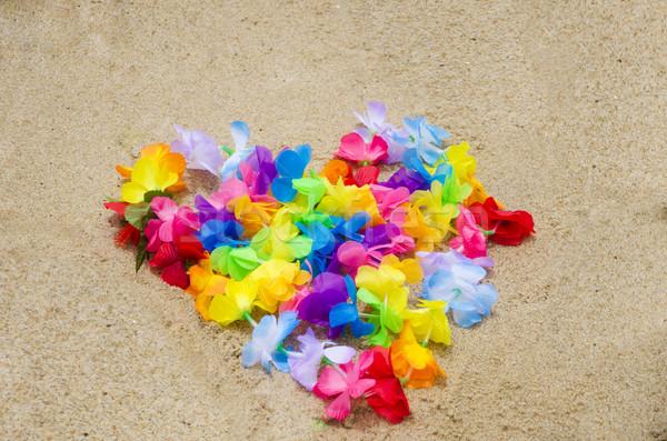 Forma de coração praia flores amor areia tropical Foto stock © EllenSmile