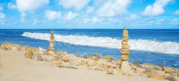Equilibrado rochas mar equilíbrio praia Foto stock © EllenSmile