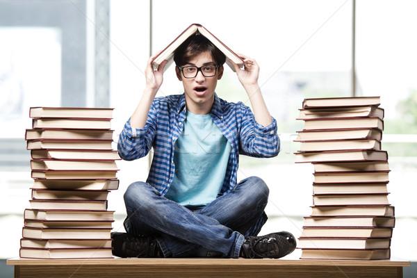 Fiatalember diák főiskola vizsgák könyvek iskola Stock fotó © Elnur