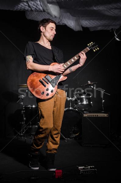 Hombre guitarra concierto música fiesta fondo Foto stock © Elnur