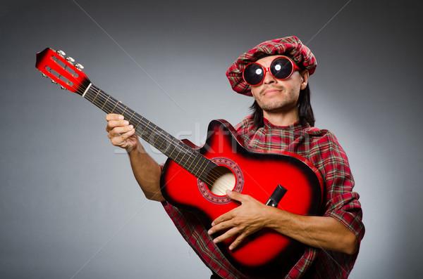Komik oynama kırmızı gitar müzik sokak Stok fotoğraf © Elnur