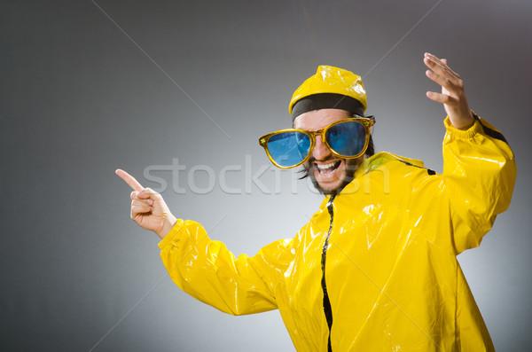 Man Geel pak grappig dans Stockfoto © Elnur