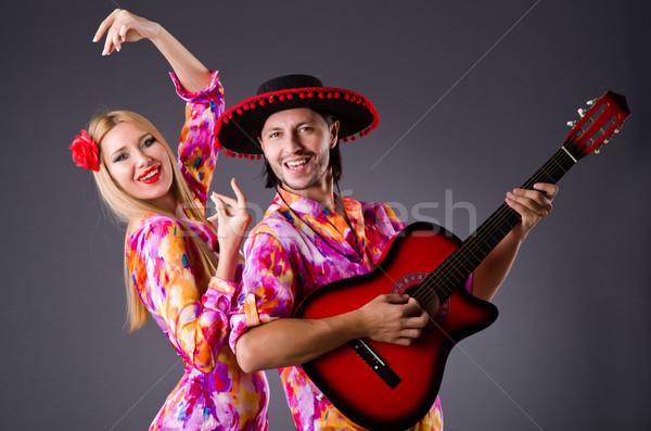 Foto stock: Espanol · par · jugando · guitarra · baile · mujer