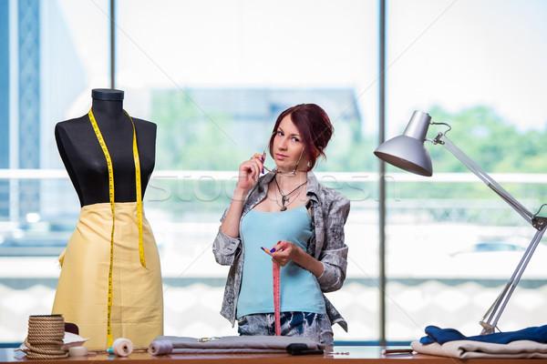 Mulher alfaiate trabalhando secretária moda trabalhar Foto stock © Elnur