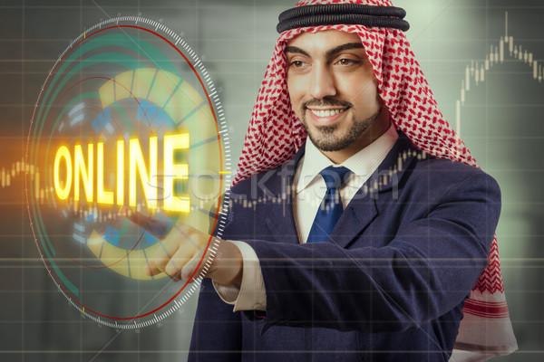 Arab férfi kisajtolás online gomb internet Stock fotó © Elnur
