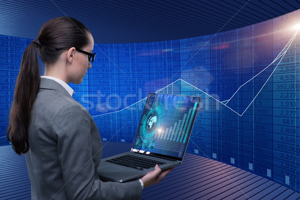 Femeie de afaceri on-line stoc comercial afaceri femeie Imagine de stoc © Elnur