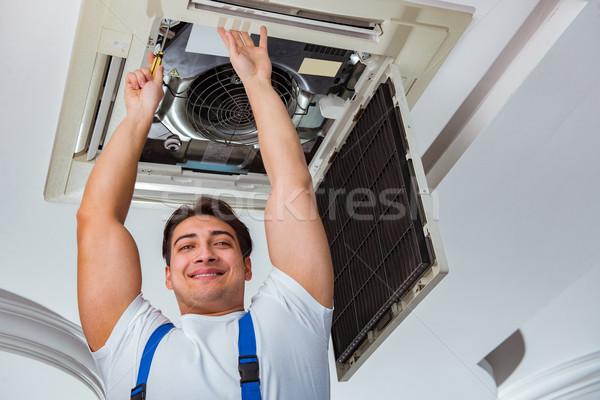 Werknemer plafond airconditioning eenheid kantoor Stockfoto © Elnur