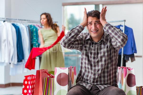 Mann warten Ehefrau Weihnachten Warenkorb Paar Stock foto © Elnur