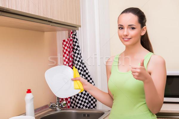 Jonge vrouw vrouw afwas keuken meisje Stockfoto © Elnur