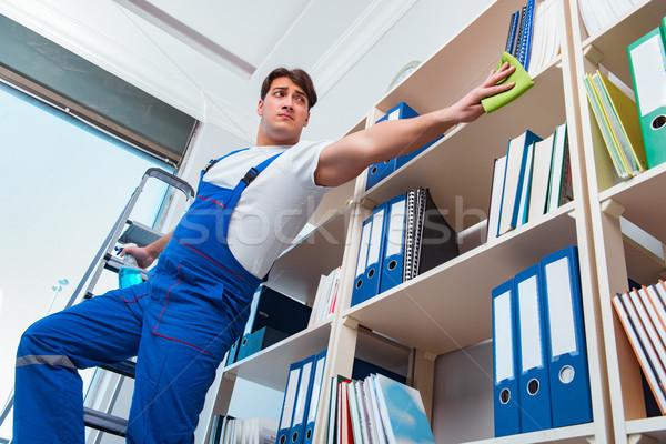 Erkek ofis temizleyici temizlik raflar adam Stok fotoğraf © Elnur