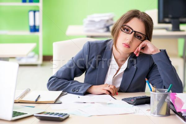 Femminile finanziaria manager lavoro ufficio business Foto d'archivio © Elnur
