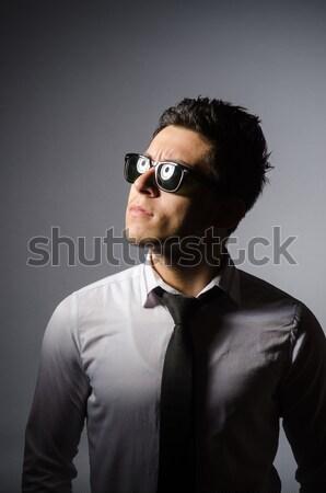 Férfi visel napszemüveg fegyver kéz vicces Stock fotó © Elnur