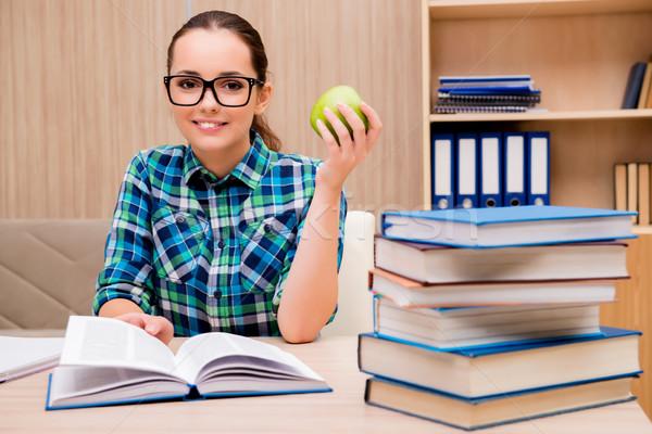 Fiatal női diák vizsgák könyv könyvek Stock fotó © Elnur