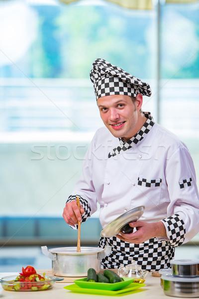 Mannelijke kok keuken gelukkig restaurant Stockfoto © Elnur