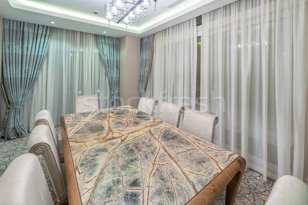 Modernes intérieur salle à manger lumière design table Photo stock © Elnur