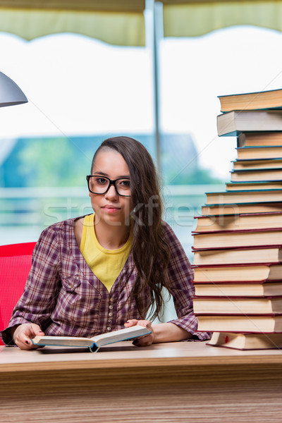 Student kolegium egzaminy książek szkoły tle Zdjęcia stock © Elnur