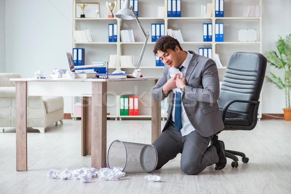 üzletember szórakozás elvesz törik irodai munka papír Stock fotó © Elnur