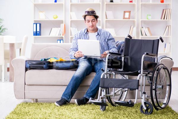 инвалидов человека путешествия онлайн используя ноутбук Сток-фото © Elnur