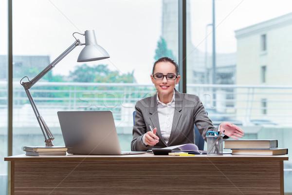 Fiatal asszisztens dolgozik iroda üzlet boldog Stock fotó © Elnur