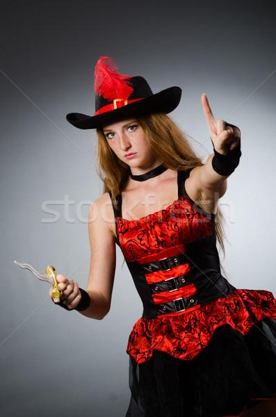 Kobieta pirackich ostry broń czarny hat Zdjęcia stock © Elnur