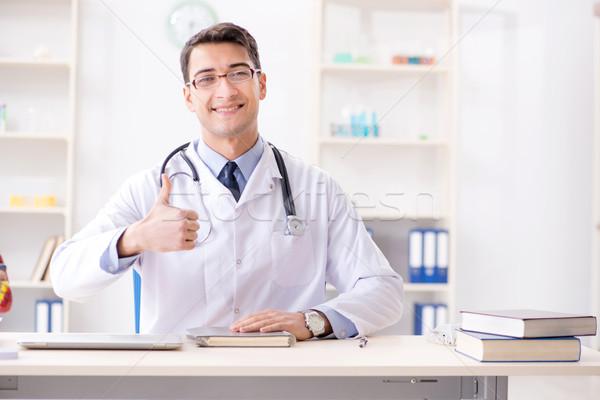 Médico corazón modelo hombre Foto stock © Elnur