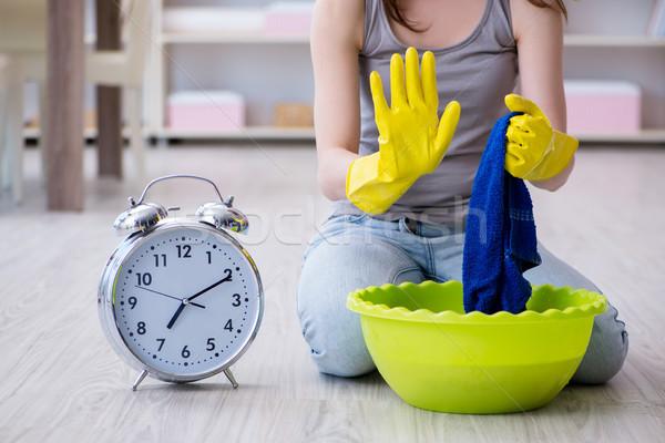 Nő takarítás otthon ház óra dolgozik Stock fotó © Elnur