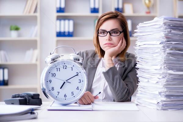 Photo stock: Femme · d'affaires · travail · bureau · affaires · ordinateur · horloge