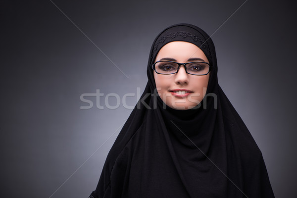 Muçulmano mulher vestido preto escuro feliz fundo Foto stock © Elnur