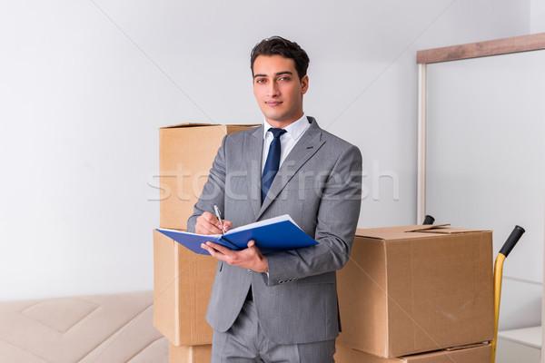 Man ondertekening levering dozen business home Stockfoto © Elnur