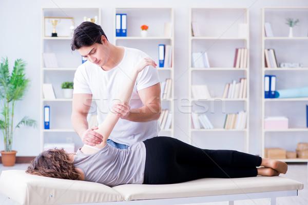 Genç doktor chiropractor kadın hasta Stok fotoğraf © Elnur