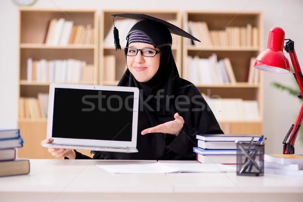 Müslüman kız başörtüsü eğitim sınavlar bilgisayar Stok fotoğraf © Elnur
