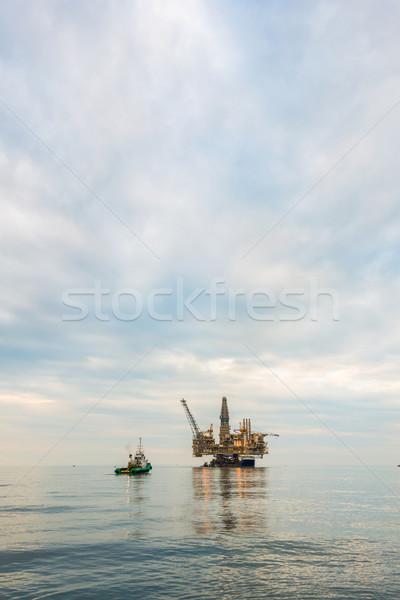 Stock fotó: Fúrótorony · vágány · higgadt · tenger · üzlet · égbolt