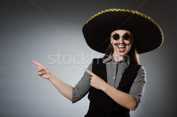 ストックフォト: 人 · 着用 · ソンブレロ · 帽子 · 面白い · パーティ