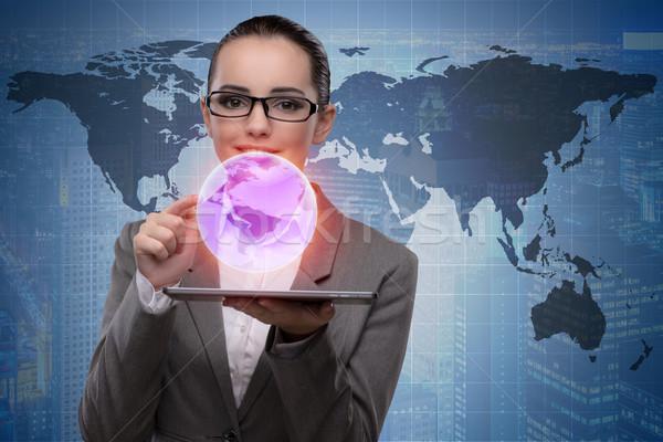 üzletasszony tabletta globális üzlet számítógép világ Föld Stock fotó © Elnur
