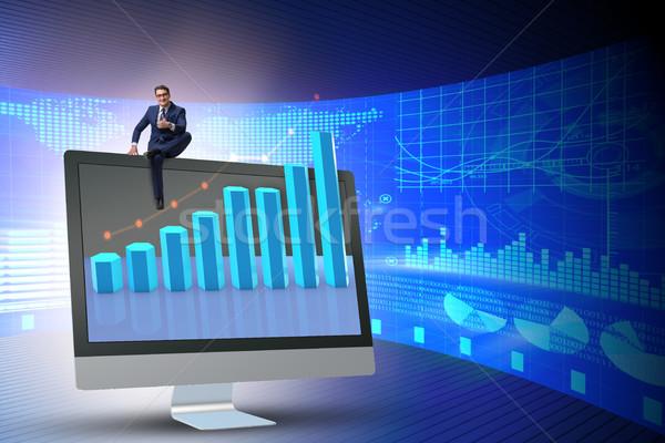 ビジネスマン 経済の 予測 チャート コンピュータ 男 ストックフォト © Elnur