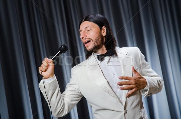 Homme chanter rideau karaoke fête micro Photo stock © Elnur