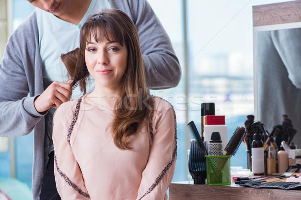 Férfi stylist dolgozik nő szépségszalon lány Stock fotó © Elnur