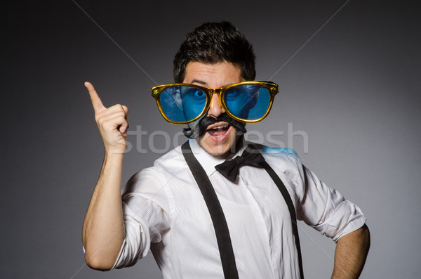 Joven falso bigote grande gafas de sol aislado Foto stock © Elnur
