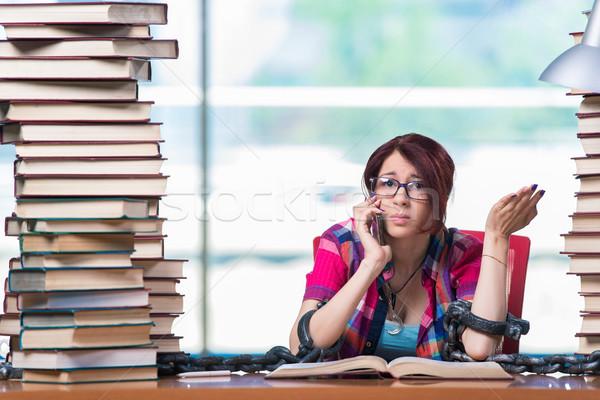 Jeunes Homme étudiant examens livres école Photo stock © Elnur