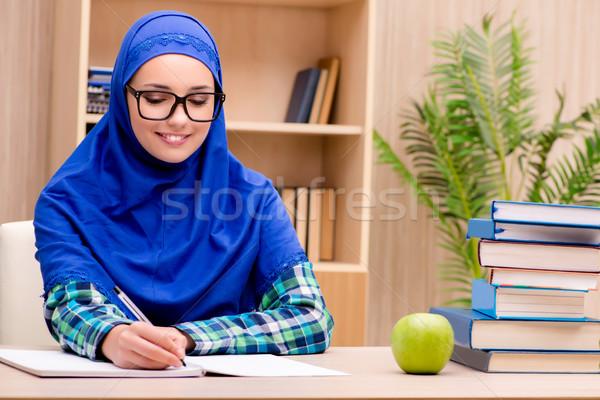 Muszlim lány vizsgák könyvek iskola boldog Stock fotó © Elnur