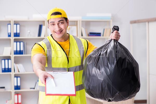 Człowiek czyszczenia biuro śmieci worek Zdjęcia stock © Elnur