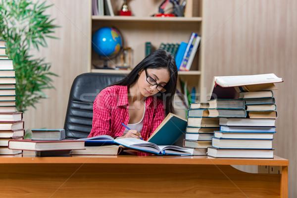 Genç kadın öğrenci kolej okul sınavlar Stok fotoğraf © Elnur