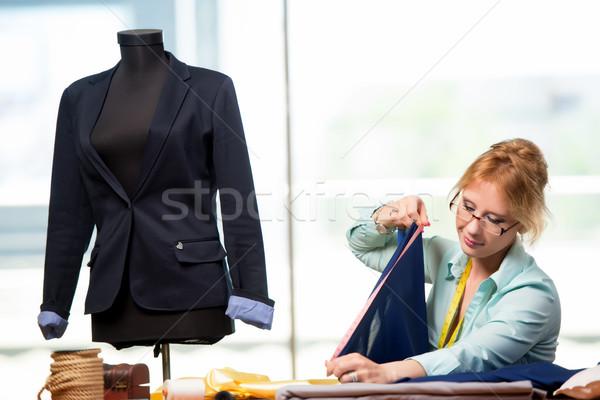 Donna su misura lavoro nuovo abbigliamento moda Foto d'archivio © Elnur