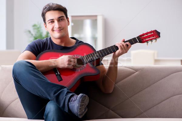 Foto stock: Moço · jogar · guitarra · casa · música