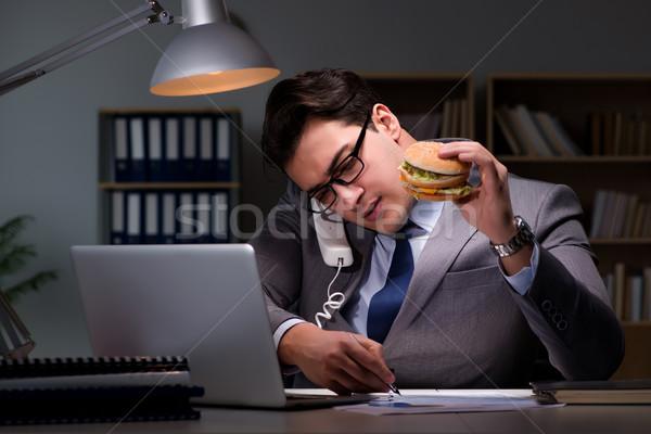 Zakenman laat nacht eten hamburger business Stockfoto © Elnur