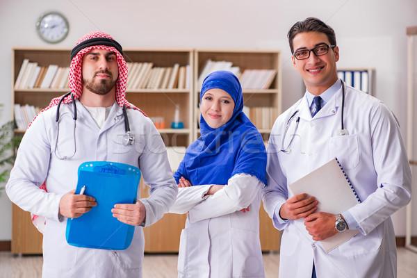 Różnorodności lekarzy szpitala lekarza medycznych laptop Zdjęcia stock © Elnur