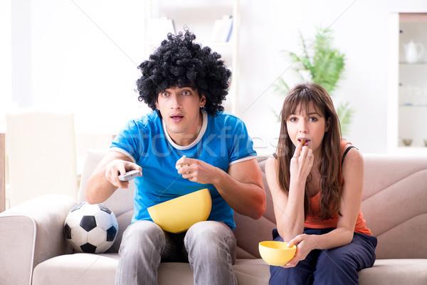 Joven viendo fútbol esposa casa familia Foto stock © Elnur