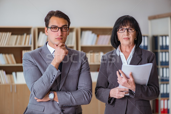 Gens d'affaires affaires discussion bureau femme homme Photo stock © Elnur